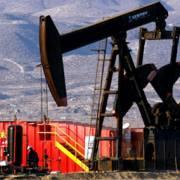 Giá dầu tăng 2%, lập đỉnh 2 tuần