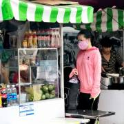 Ăn gì ở phố hàng rong Sài Gòn?