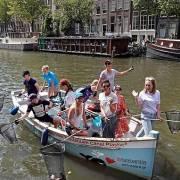 Hà Lan mở tour du lịch 'câu rác nhựa' trên sông