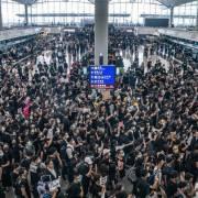 Hong Kong bơm 2,4 tỷ USD ngăn suy thoái kinh tế