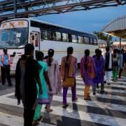 Chiếc iPhone X và 'đội quân' phụ nữ kiếm 4 USD một ngày ở Ấn Độ