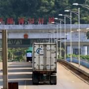 Trung Quốc thay đổi chính sách, hàng trăm xe thanh long bị ùn ứ tại cửa khẩu