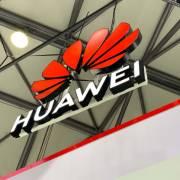 Mỹ 'giáng đòn' nặng nề chưa từng có lên Huawei