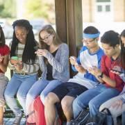 Dùng  nhiều mạng xã hội, trẻ dễ bị lo âu, trầm cảm