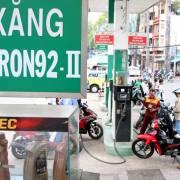 Giá xăng E5 RON92 giảm 90 đồng/lít