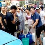 Hà Nội: Nước sạch bốc mùi, dân khốn khó