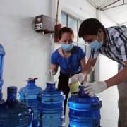 Hà Nội: Quản lý thị trường kiểm tra 'loạn giá' nước đóng chai