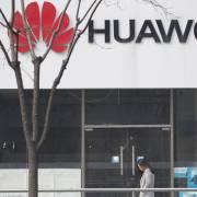 Doanh thu của Huawei sụt giảm mạnh