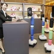 Cửa hàng đầu tiên trên thế giới có robot hỗ trợ mua hàng từ xa