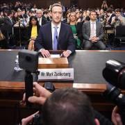 Facebook kiếm tiền như thế nào? 'Thưa, chúng tôi bán quảng cáo!'