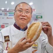 'Vua bánh mì' Kao Siêu Lực giải cứu thanh long