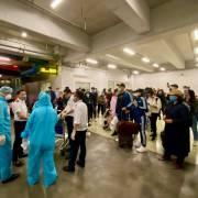 Lượng người từ châu Âu về sân bay Nội Bài tăng cao