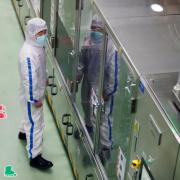 SARS-CoV-2 giáng đòn mạnh vào các nhà máy ở châu Á
