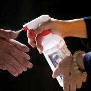 'Đừng ra nước ngoài', Đài Loan cảnh báo người dân khi số ca nhiễm mới tăng cao