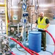 Tesla chế tạo máy thở, Dior làm nước rửa tay… 'chiến đấu' với Covid-19
