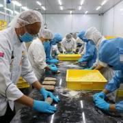 'Vua bánh mì' Kao Siêu Lực làm bánh mì dinh dưỡng tặng nhân viên y tế