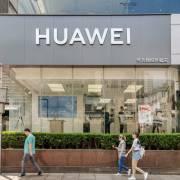 Mỹ gia hạn giấy phép tạm thời cho Huawei đến tháng 5