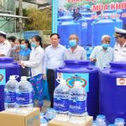 Suntory PepsiCo trao tặng 40,000 lít nước Aquafina cho người dân Bến Tre