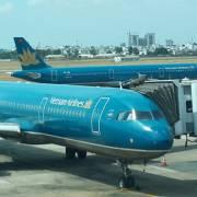 Cách ly toàn bộ hành khách trên một chuyến bay từ Anh về Tân Sơn Nhất