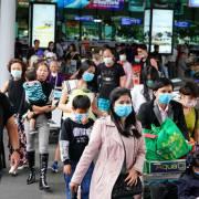 Hàng nghìn người Việt hồi hương vì dịch Covid-19
