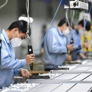 Xuất khẩu của Trung Quốc giảm hơn 17% do tác động dịch Covid-19