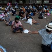 Người Thái Lan thất nghiệp, xếp hàng dài nhận thực phẩm miễn phí