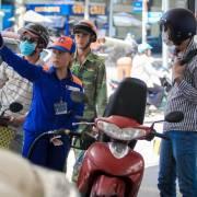 Giá xăng RON95 tăng 604 đồng/lít
