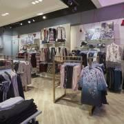 Lượng khách mua sắm ở Anh giảm hơn 80% trong tháng 5