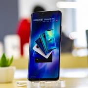 Huawei 'tan mộng bá vương' vì lệnh cấm của Mỹ