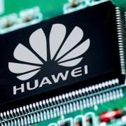 Huawei tiếp tục nhận đòn trừng phạt của ông Trump