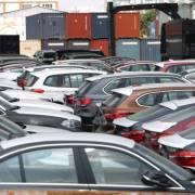 Nhập khẩu ô tô giảm mạnh