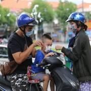 TP.HCM yêu cầu người dân tiếp tục đeo khẩu trang