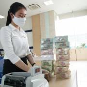 Ngân hàng sẽ khấu trừ thuế trên tài khoản khách hàng?