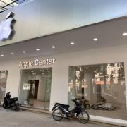Cửa hàng Apple Center với logo 'táo khuyết' xuất hiện tại Hà Nội