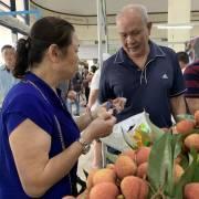 Hàng Việt 'chập chững' vào siêu thị ngoại