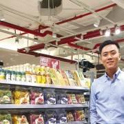 Bạn trẻ 8X rao bún dưa hấu, bánh tráng thanh long Việt ra chợ quốc tế