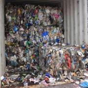 Malaysia trả lại Mỹ một container rác thải nhựa