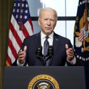 Mỹ cấm vận kinh tế, trục xuất 10 nhà ngoại giao Nga