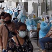 Thái Lan và Campuchia tiếp tục oằn mình hứng chịu làn sóng Covid-19 thứ ba
