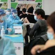 Trung Quốc 'bóp méo thông tin' phá hoại uy tín vắc xin Covid-19 của phương Tây
