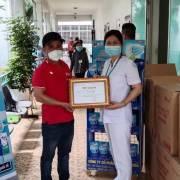 Vĩnh Tiến trao tặng khẩu trang y tế cho các bệnh viện tại TP.HCM