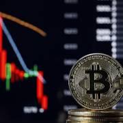 Bitcoin lao dốc, nhà đầu tư tiền số Việt hoảng loạn?