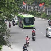 Hà Nội lên kế hoạch thay thế 'buýt nhả khói đen' bằng 'buýt sạch'