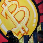 Giá Bitcoin lại trượt dốc sau tin đồn FBI hack được ví điện tử