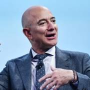 Tỷ phú Jeff Bezos bay vào vũ trụ trong tháng 7