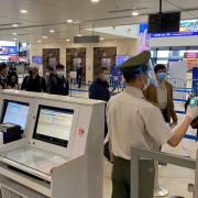 Nội Bài và Tân Sơn Nhất mở cửa trở lại với các chuyến bay nhập cảnh