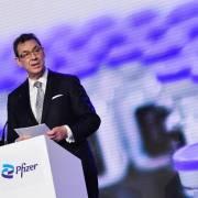 CEO Pfizer: Thế giới sẽ trở lại bình thường vào cuối năm 2022
