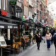 Gỡ phong tỏa, số ca mắc Covid-19 ở Hà Lan tăng 500%