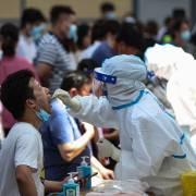 Số ca nhiễm Covid-19 cộng đồng ở Trung Quốc tăng vọt