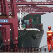 Trung Quốc đóng cửa cảng lớn nhất thế giới vì Covid